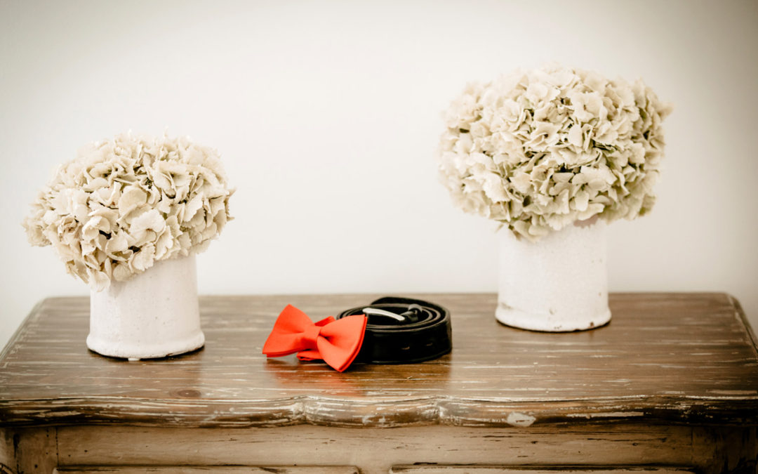 The accessories of the groom are generally fewer than those of the bride.